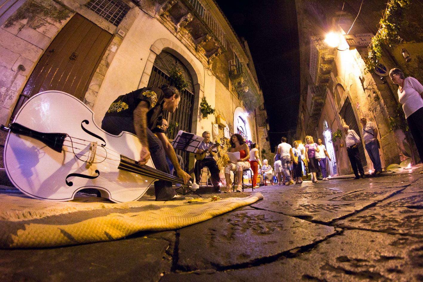 musicastrada_fotografando_la_musica_2011_stefano_frassetto_dalbassoilcontrabbasso_lr