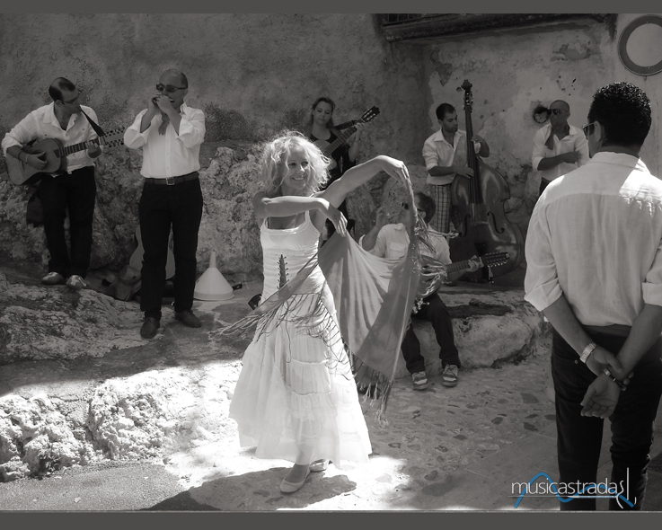 francesco_maselli_lalunaaggira_il_mondo_-musicastrada_fotografando_la_musica_2012