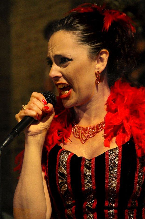 """1 Michela Goretti """"canzoni da marciapiede l'anima domanda la musica risponde"""""""