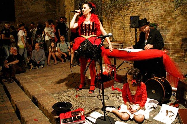 """2 Michela Goretti """"canzoni da marciapiede l'anima domanda la musica risponde"""""""