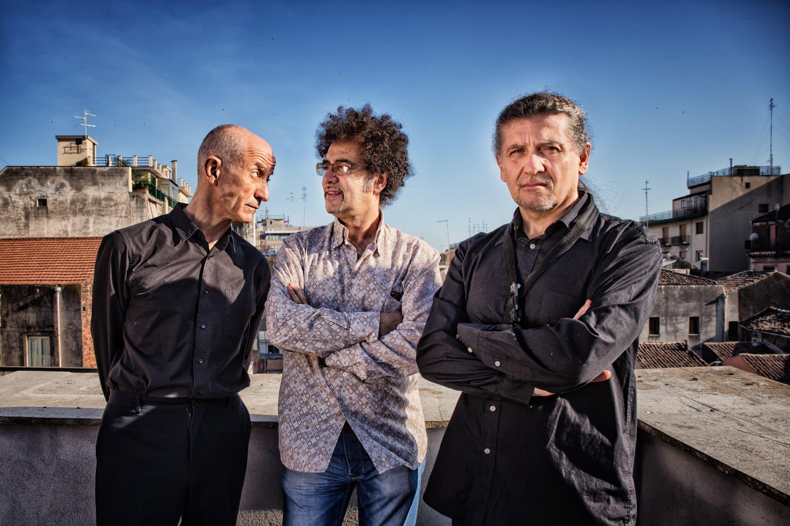 """Peppe Servillo, Girotto e Mangalavite in """"L'anno che verrà"""" Canzoni di Dalla"""